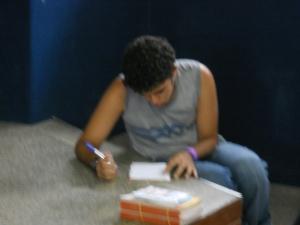 Caio escrevendo um rap