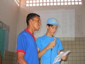 estudantes cantam seu rap
