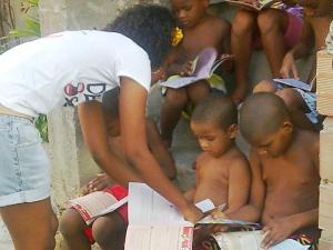 Monique, no Nordeste de Amaralina, numa das ações do Desabafo Social