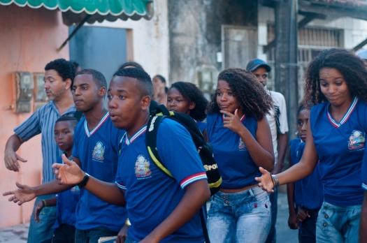 """Estudantes em ação: """"A escola é aberta/ O saber de transformar"""". Foto: Vitor Moreira"""