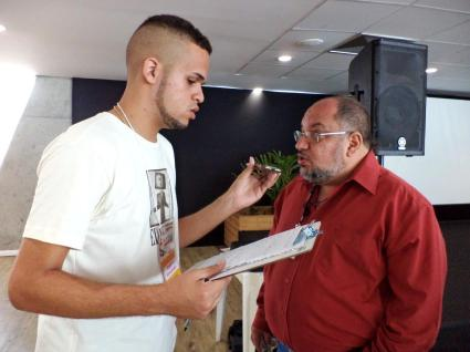 Roniton Fernandes entrevista Almérico Lima. Foto: Bira Mendes