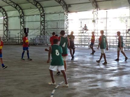 Estudantes na disputa do handebol, no JERP. Foto: Érica de Jesus
