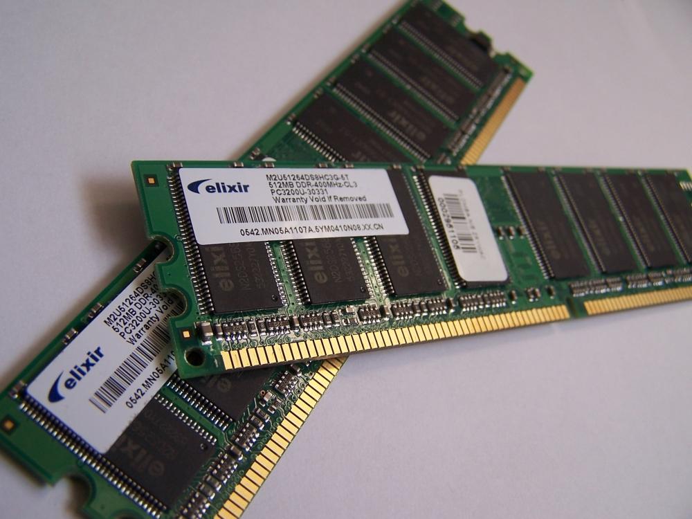 Fig.2 - Duas memórias RAM sobrepostas - By No machine - Public Domain