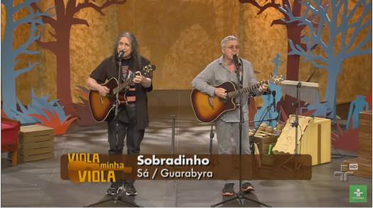 Sá (direita) e Guarabyra (esquerda) durante apresentação no programa Viola, Minha Viola, da TV Cultura. Imagem: captura de tela feita em 12 de junho de 2016
