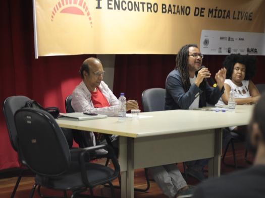 Antonio Olavo (esquerda), Samuel Vida (centro) e Alane Reis durante o painel Revolta dos Búzios e Liberdade de Expressão. Foto: Vitor Moreira